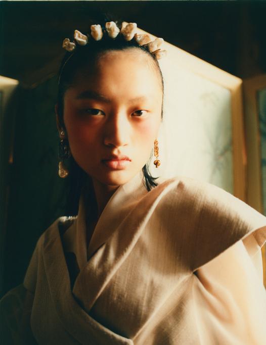 Madame-Figaro-HK-Photographe-mathieu-Delbreuve-Stylist-Aurelie-Zamkala-Model-Ylan-Make-up-Ludivine-François.3PNG